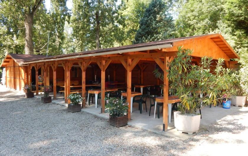 Location de vacances - Camping à Saint-Rambert-d'Albon - TERRASSE COUVERTE