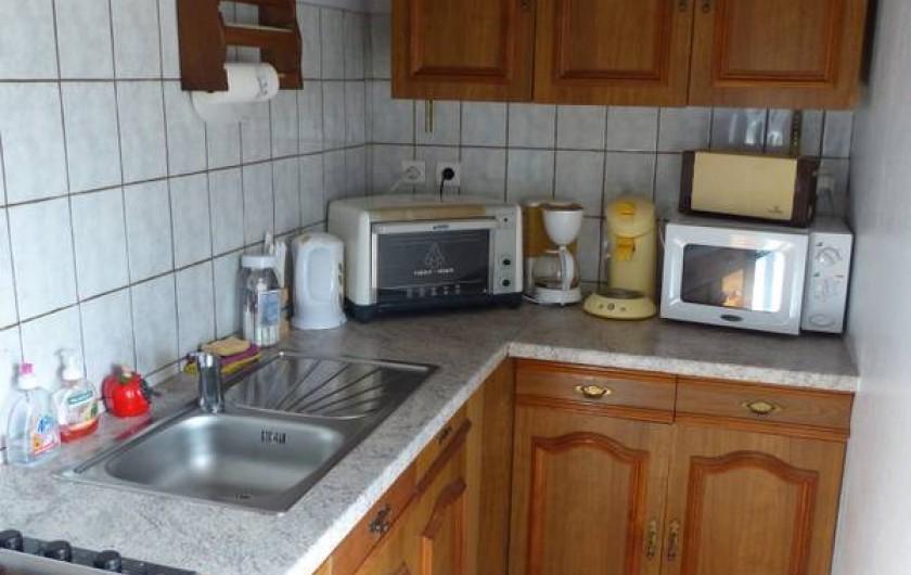 Location de vacances - Gîte à Ramonchamp - La cuisine toute équipée