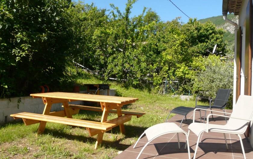 Location de vacances - Appartement à Entrevaux - jardin