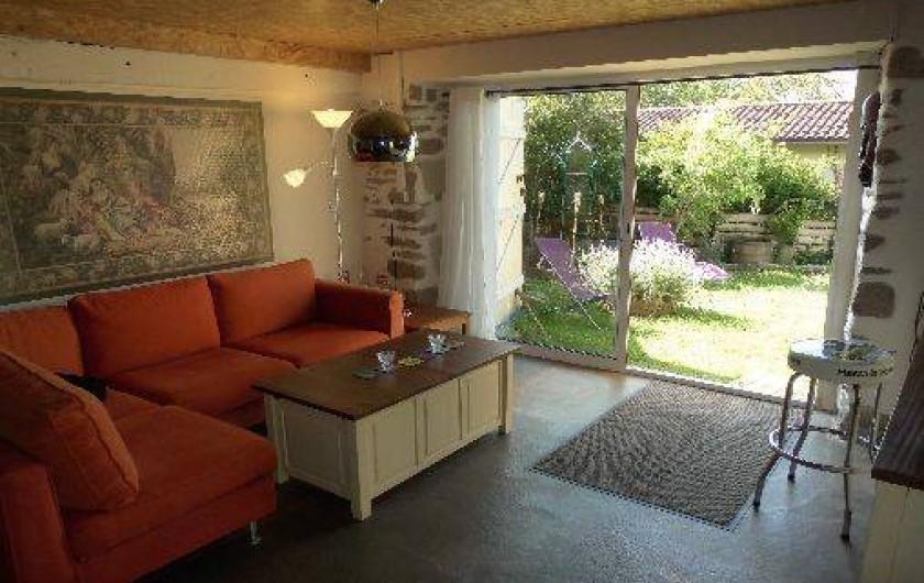 Location de vacances - Gîte à Le Trioulou - salon rez de jardin avec grand b-vitrées
