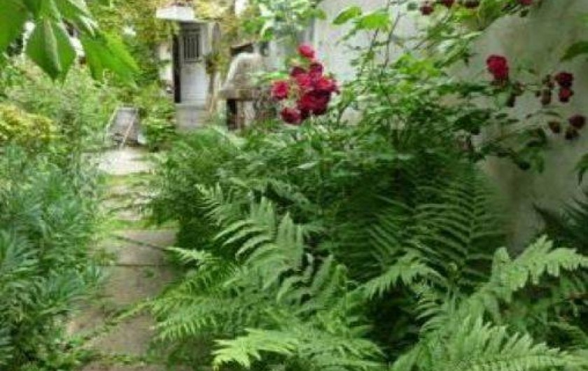 Location de vacances - Villa à Montreuil - un coin du jardin