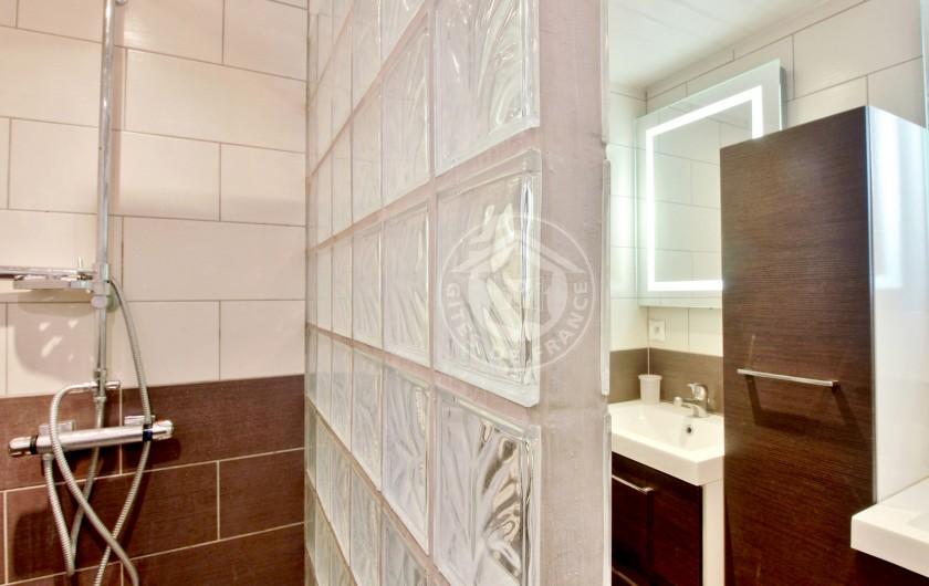 Location de vacances - Gîte à Sainte-Marie de Campan - Le Carot l'hiver sous la neige (autre vue)