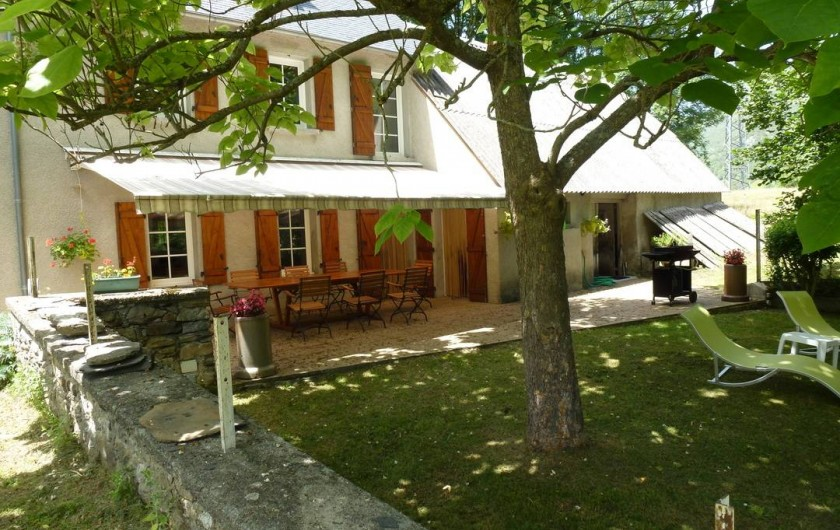 Location de vacances - Gîte à Sainte-Marie de Campan - terrasse et jardin