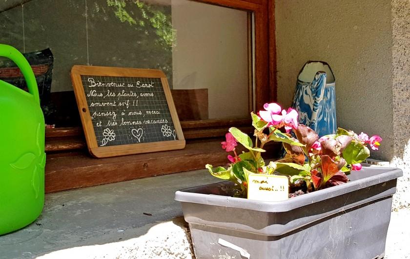 Location de vacances - Gîte à Sainte-Marie de Campan - lits superposés dans la chambre beige