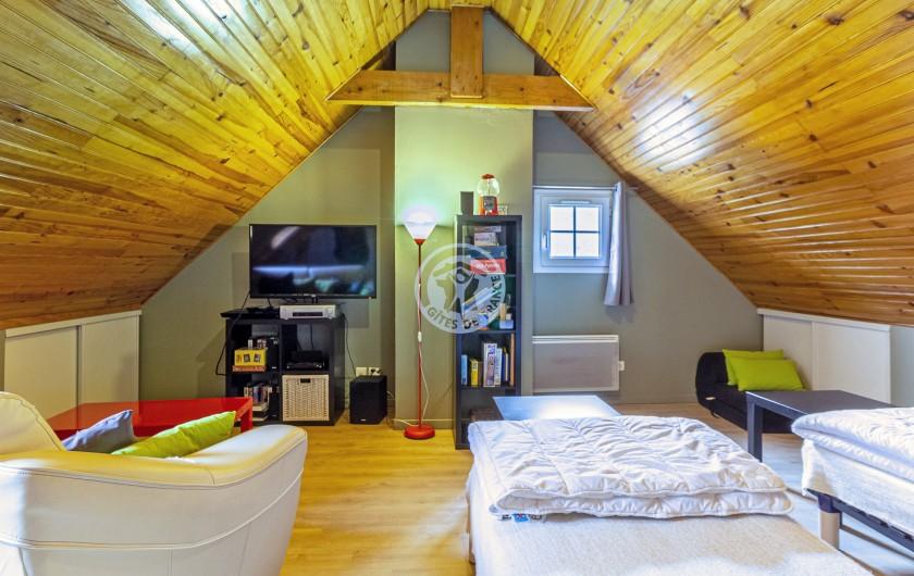 Location de vacances - Gîte à Sainte-Marie de Campan - la salle de bain: deux vasques et douche à l'italienne, rangement...
