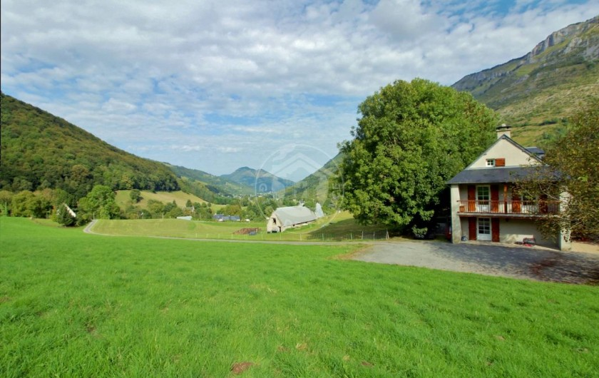 Location de vacances - Gîte à Sainte-Marie de Campan - vue sur la vallée