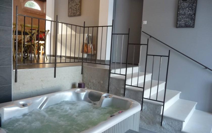 Location de vacances - Gîte à Saint-Jean-Saint-Germain - Jacuzzi intérieur privé