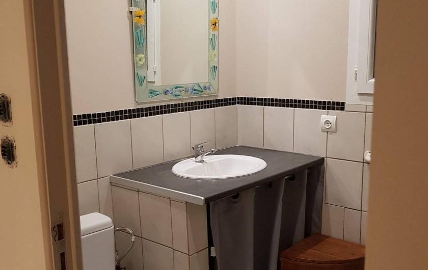 Location de vacances - Gîte à Rieux-en-Val - Salle de bain avec douche du gite Carignan