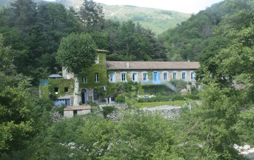 Location de vacances - Château - Manoir à Burzet - Le parc autour  du Chateau