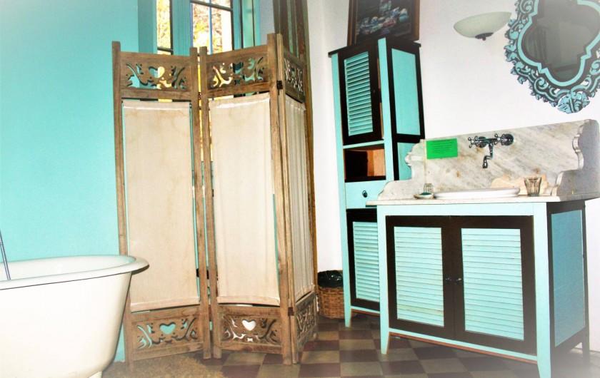 Location de vacances - Château - Manoir à Burzet - Salle de bain Rudolphe dans la chambre