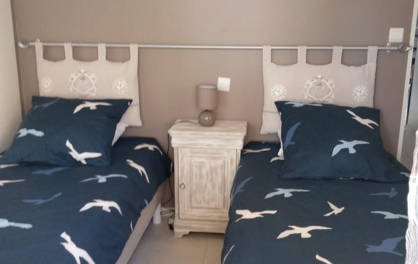 Location de vacances - Gîte à Chaillevette - chambre (2) les lits de 90 jumelable pur faire un lit de 180
