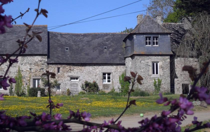 Location de vacances - Château - Manoir à Tréguier - le parc de kerhir, facade arriere de manercoz