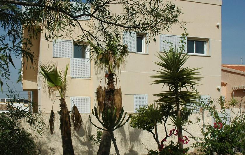 Location de vacances - Appartement à San Fulgencio - Façade arrière maison