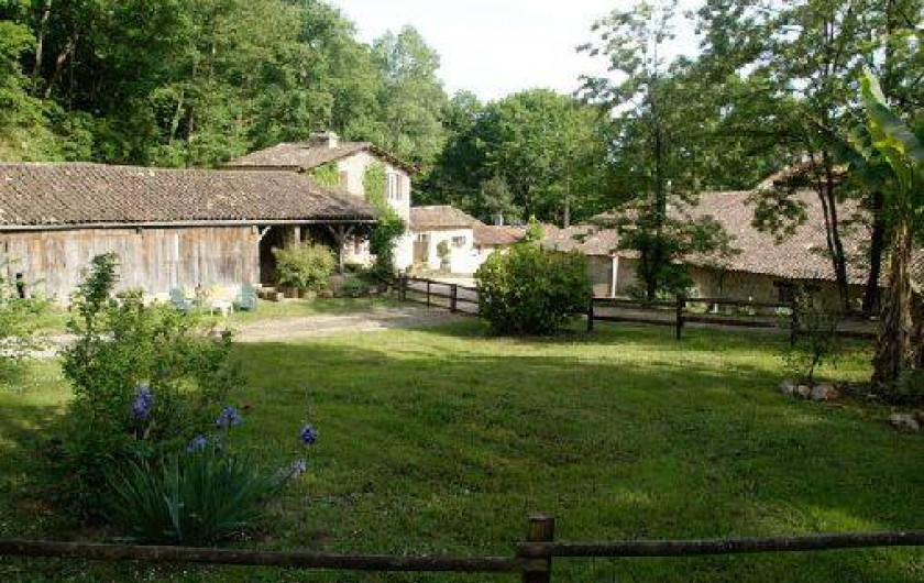 Location de vacances - Gîte à Guitres - Espace verdure privatif   Gite La Gabarre