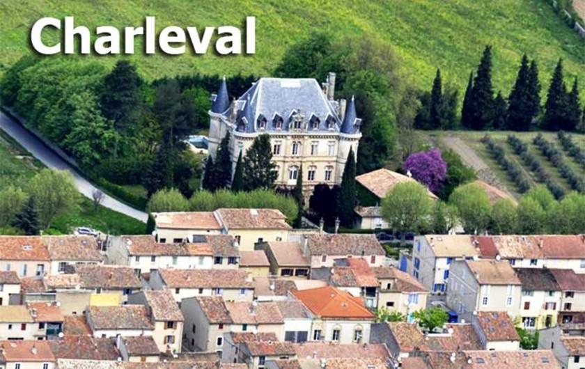 Location de vacances - Appartement à Charleval - Petit village tranquille autour du château de CHARLEVAL