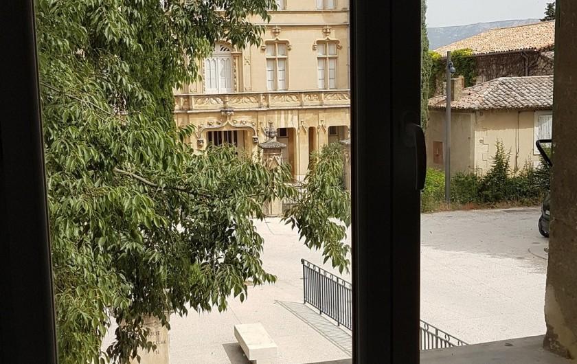 Location de vacances - Appartement à Charleval - vue sur le château