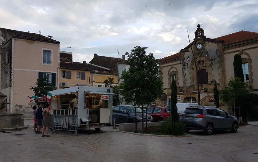 Location de vacances - Appartement à Charleval - la place de la mairie