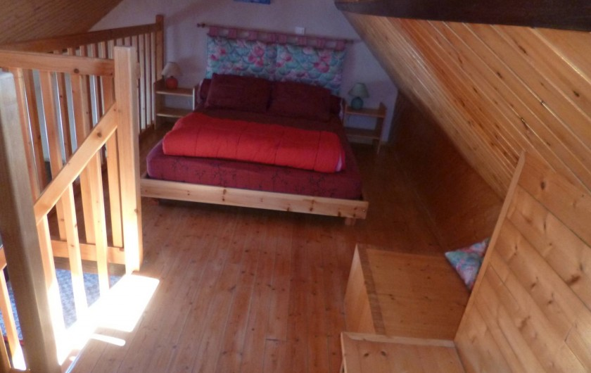 Location de vacances - Gîte à Bieuzy - un grand lit en mezzanine