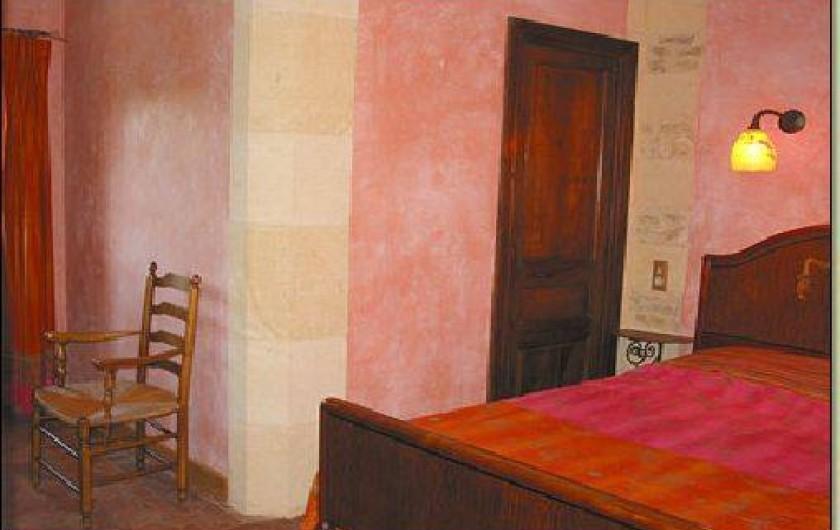 Location de vacances - Gîte à Saint-Cybranet - chambre rouge lit double rez de chaussée