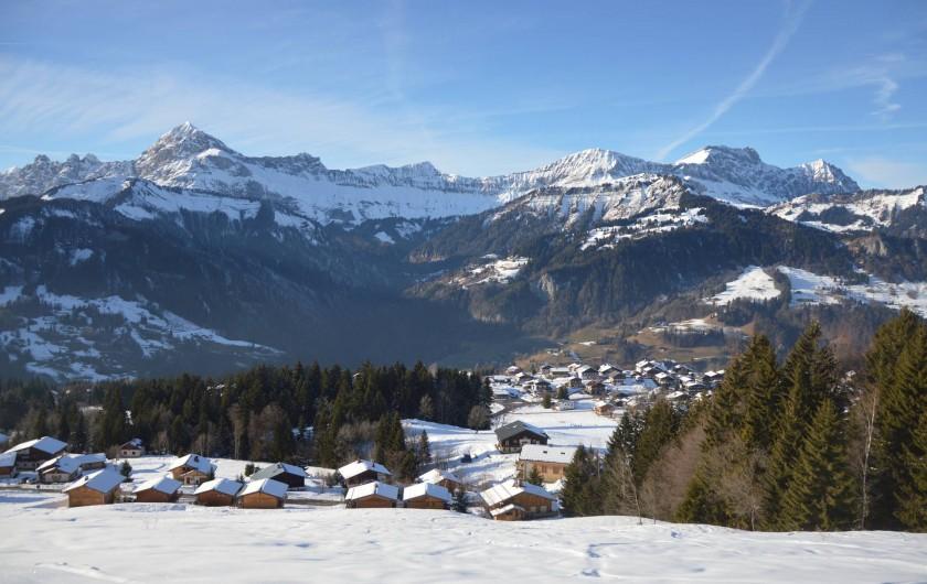 Location de vacances - Chalet à Crest-Voland - Vue depuis la piste de ski côté Cernix