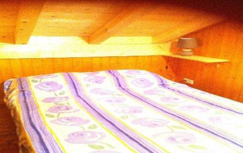 Location de vacances - Chalet à Taninges - deuxième chambre avec lit double