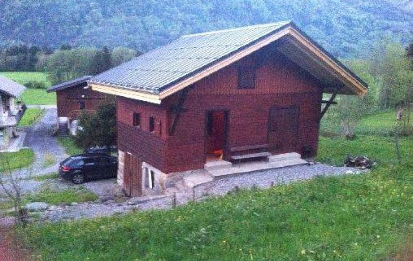 Location de vacances - Chalet à Taninges - chalet situé dans un petit hameaux de 4 chalets sur la  La rivière Enverse