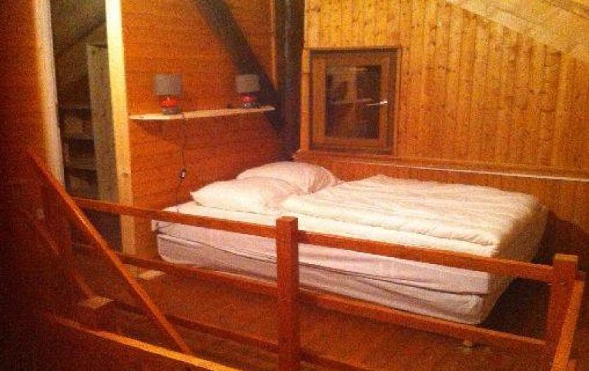 Location de vacances - Chalet à Taninges - lit double de la chambre commune