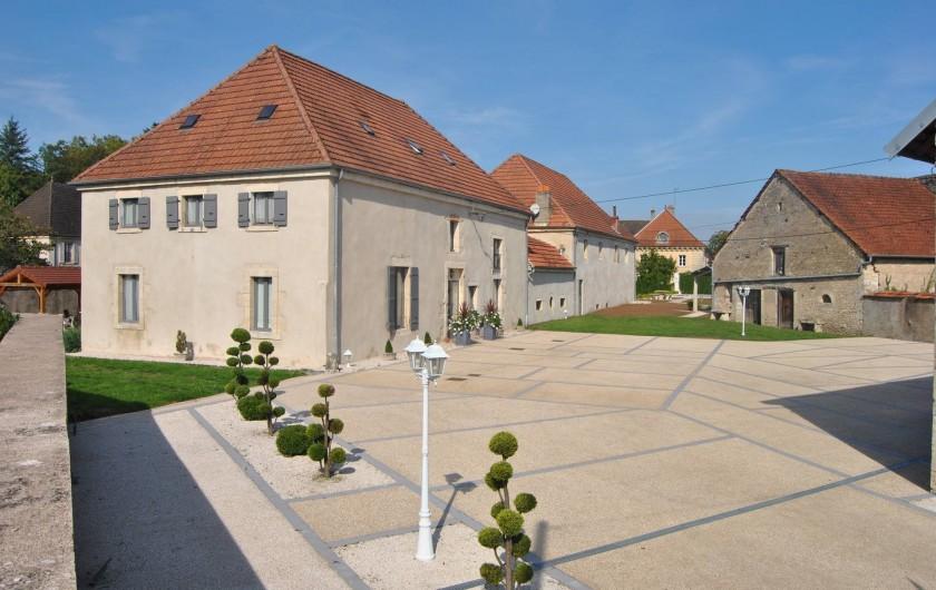 Location de vacances - Maison - Villa à Beaujeu-Saint-Vallier-Pierrejux-et-Quitteur - Parking privé et clos