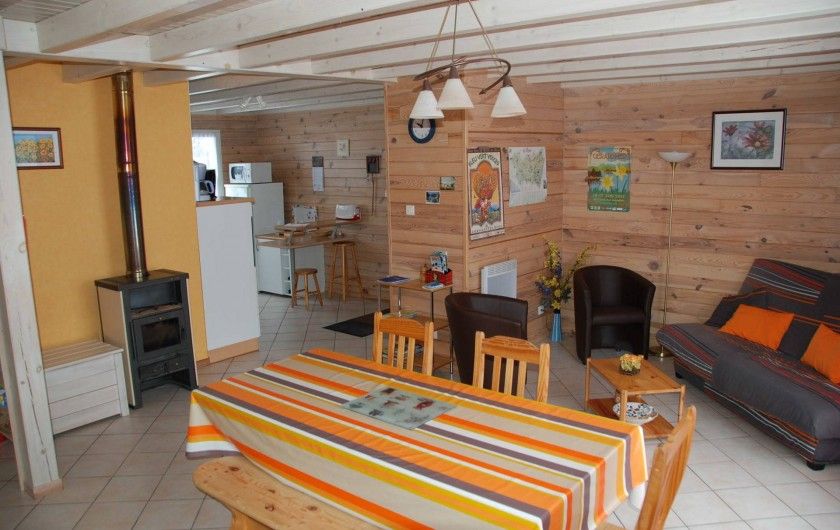 Location de vacances - Chalet à Saint-Léonard - Séjour avec aperçu de la cuisine ouverte