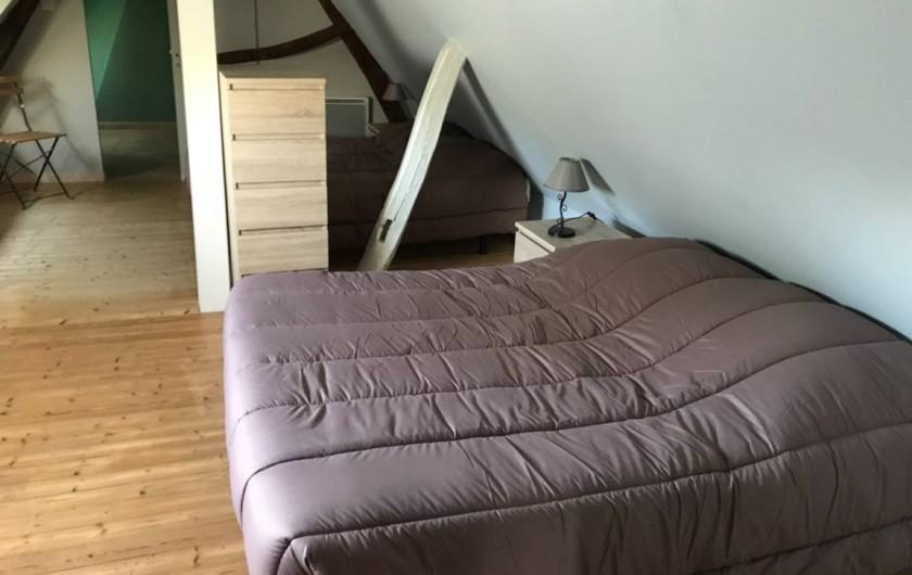 Location de vacances - Gîte à Saint-Quentin-en-Tourmont - Chambre avec lit double au 1er étage