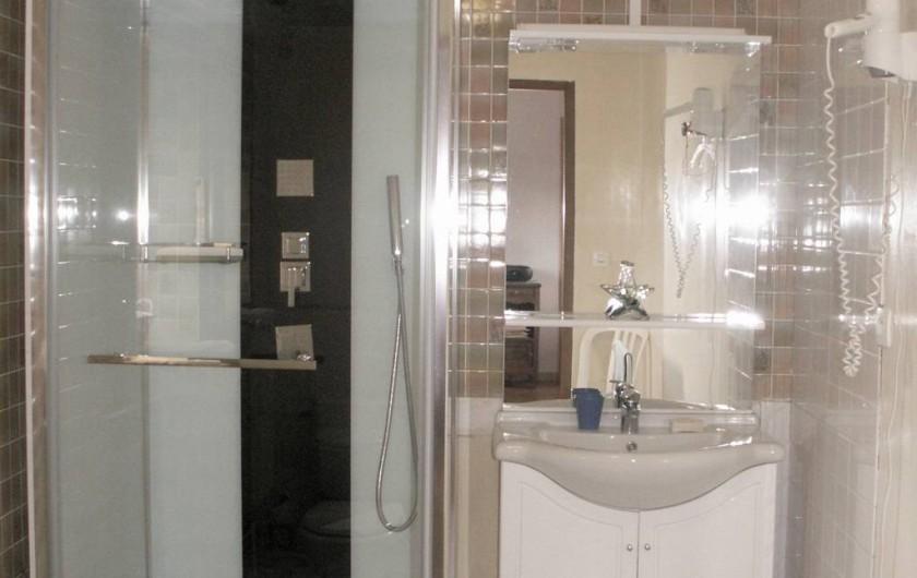 Location de vacances - Gîte à Saint-Aubin-sur-Mer - salle de douche 1er étage