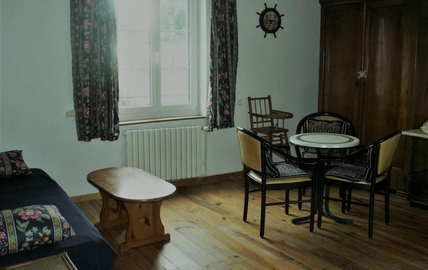Location de vacances - Gîte à Saint-Aubin-sur-Mer - salon 1er étage avec tv