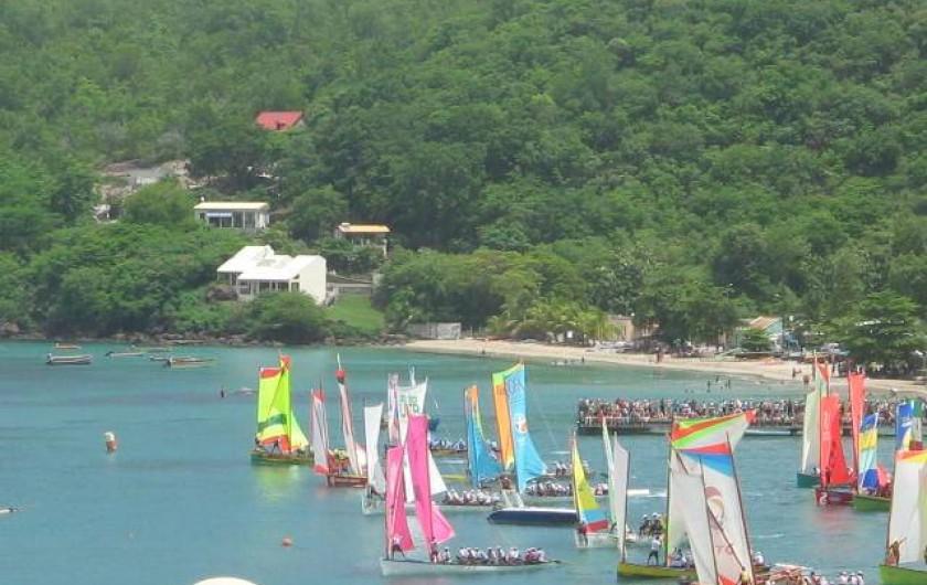 Location de vacances - Appartement à Les Anses-d'Arlet - Départ de course de yole (vue de la Résidence Batterie)