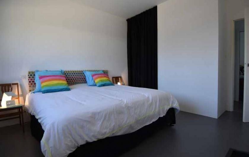 Location de vacances - Villa à Audierne - Grande chambre et literie King size de haute qualité.