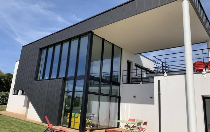 Location de vacances - Villa à Audierne - Cette maison d'architecte vous ouvre ses portes et ses vues imprenables.