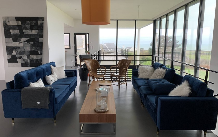 Location de vacances - Villa à Audierne - Un magnifique salon pour vous détendre face à la mer.