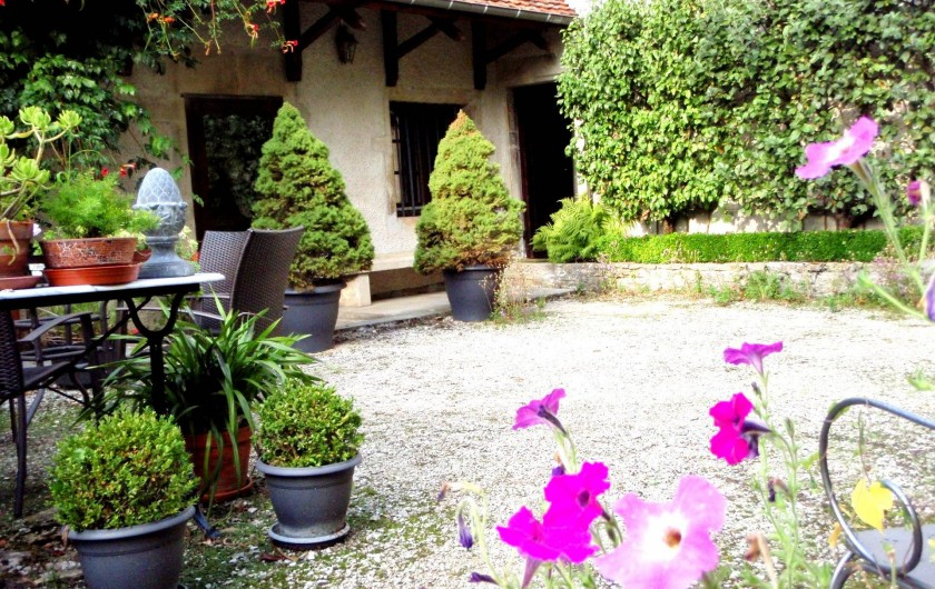 Location de vacances - Gîte à Sancey-le-Grand - la cour intérieure