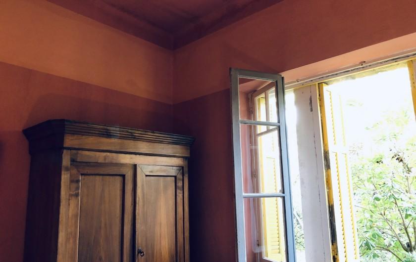 Location de vacances - Maison - Villa à Ajaccio - Chambre rose, armoire