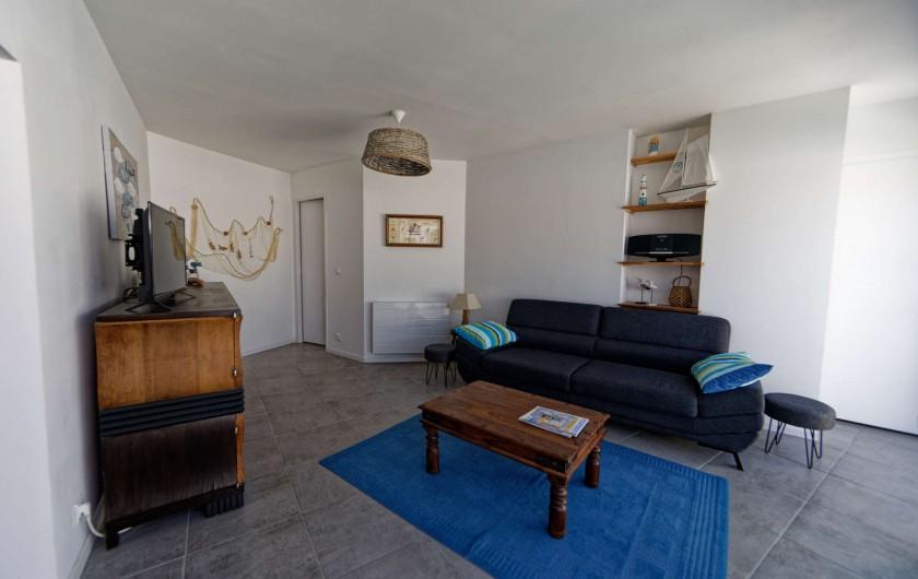 Location de vacances - Villa à Les Sables-d'Olonne - Salon avec télévision et box internet