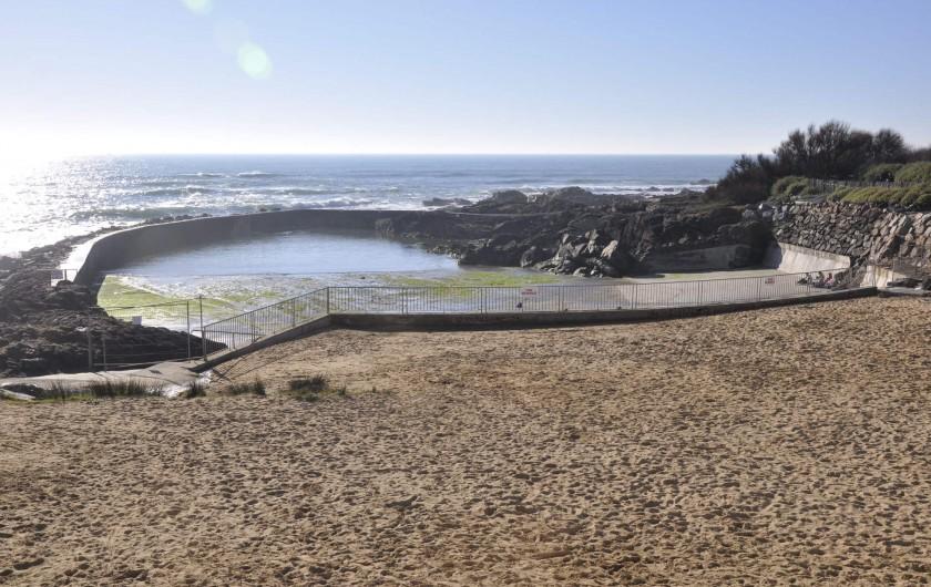 Location de vacances - Villa à Les Sables-d'Olonne - piscine d'eau de mer et plage