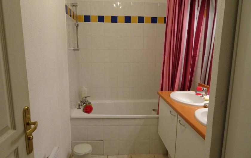 Location de vacances - Appartement à Aigues-Mortes - Salle de bain