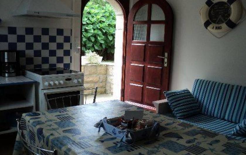 Location de vacances - Appartement à Cancale - Porte entrée donnant sur l'extérieur.