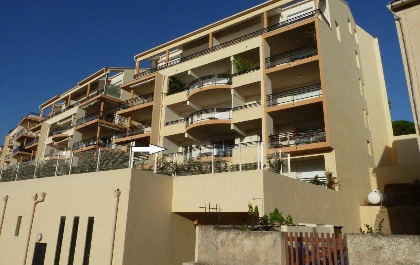 Location de vacances - Appartement à Calvi - Situation de la loggia vue mer et jardin