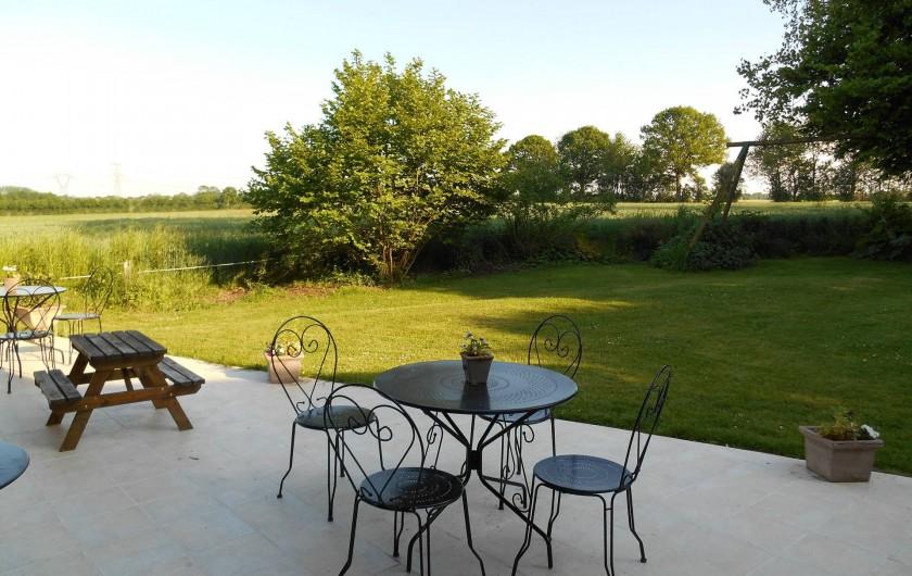 Location de vacances - Gîte à Pont-l'Évêque - Vue de la terrasse sur les champs