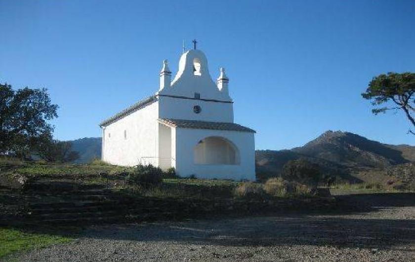Location de vacances - Appartement à Banyuls-sur-Mer - chapelle dans la montagne au-dessus de chez nous