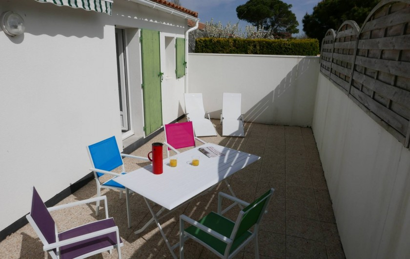 Location de vacances - Maison - Villa à Sainte-Marie-de-Ré - Une partie de la terrasse plein sud