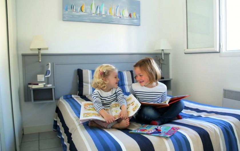 Location de vacances - Maison - Villa à Sainte-Marie-de-Ré - Nous sommes sages dans la chambre des parents!