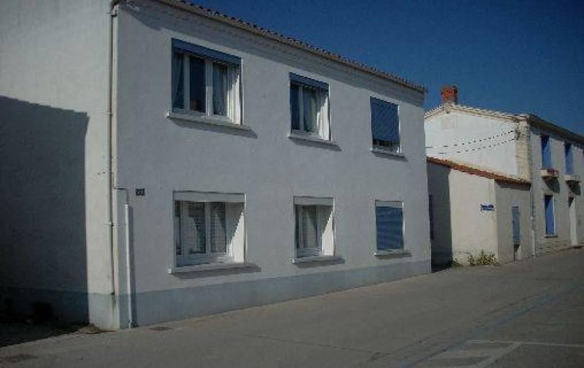 Location de vacances - Maison - Villa à Dolus-d'Oléron - la maison vue de la place de la poste