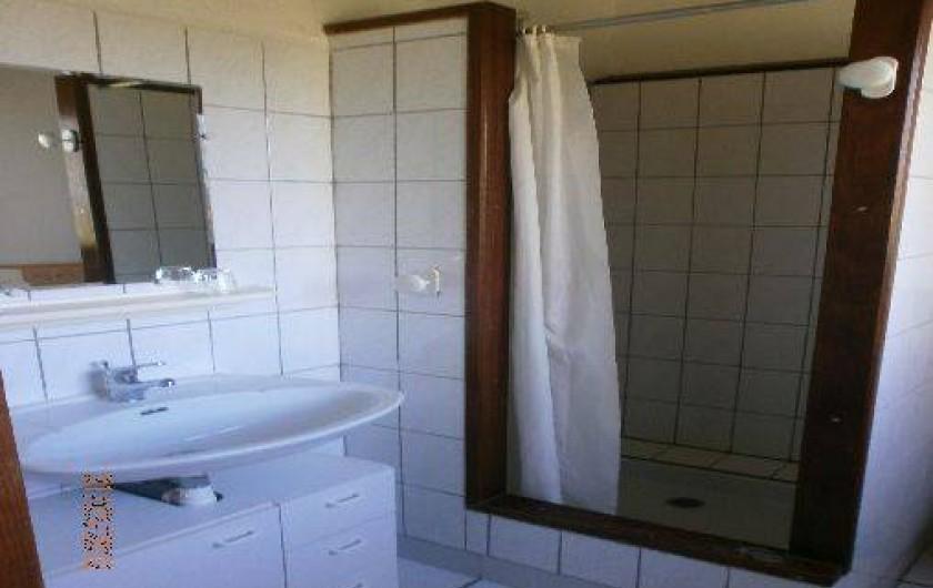 Location de vacances - Gîte à Saint-Vivien-de-Médoc - salle d'eau gite 1 idem 4
