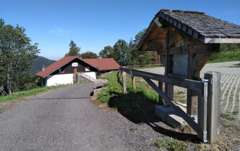 Location de vacances - Chalet à Saint-Maurice-sur-Moselle - ARRIVEE  AU CHALET